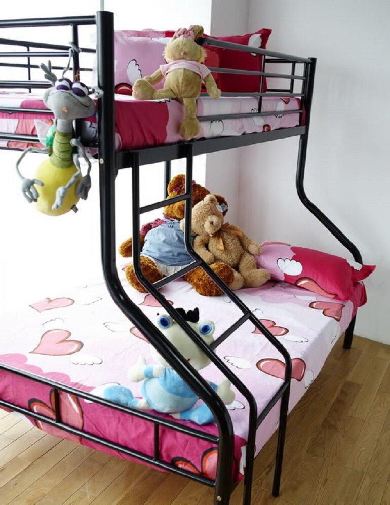 So sánh giường 2 tầng gỗ và sắt dành cho trẻ em, nên mua loại nào cho bé?