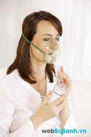 Máy xông mũi họng có thể dùng để điều trị hen cấp tính, suy hô hấp, viêm đường hô hấp trên, viêm đường hô hấp dưới, suy hô hấp, dị ứng đường hô hấp, viêm phổi