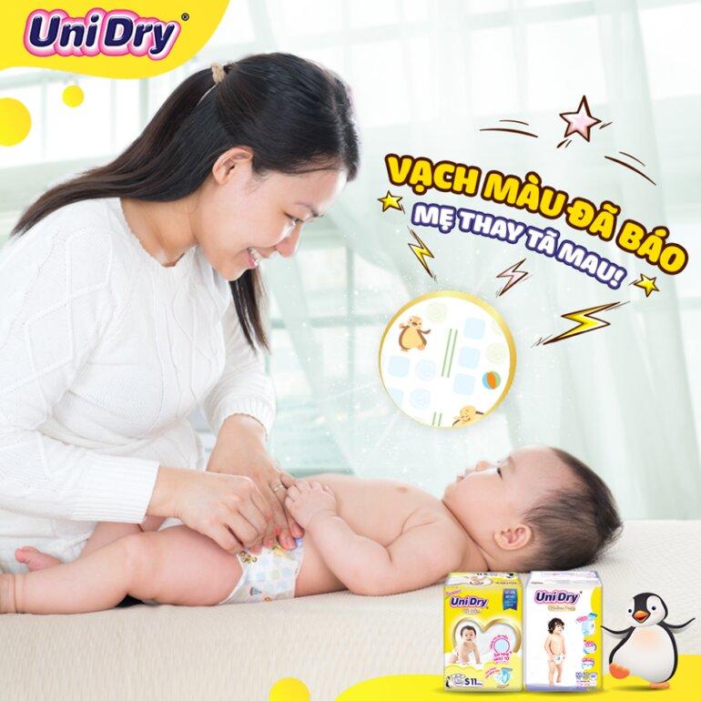 Cách thay tã dán Unidry sơ sinh đúng cách