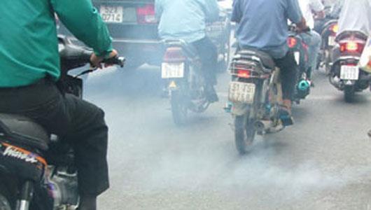 Xe ra khói màu trắng là hiện tượng nhớt bị chảy vào buồng đốt