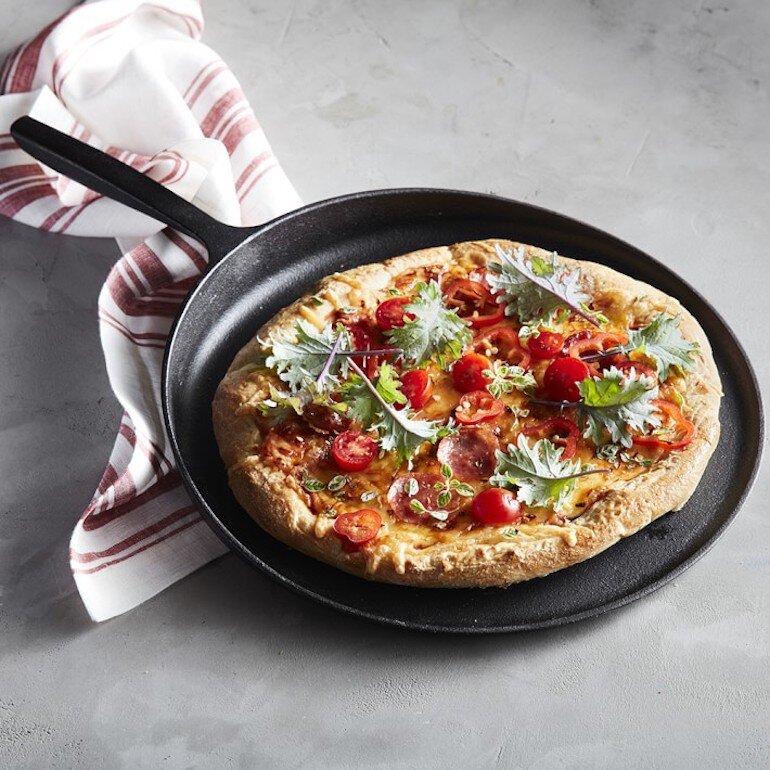 Cách làm bánh pizza bằng chảo chống dính