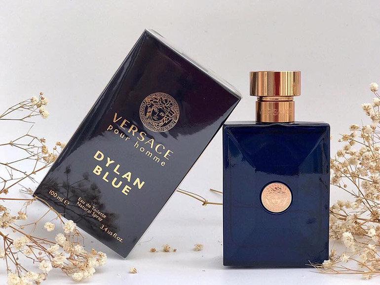 Nước hoa Versace Pour Homme Dylan Blue màu xanh nước biển đầy quyến rũ và mạnh mẽ