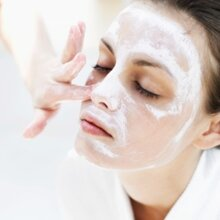 6 sai lầm khi chăm sóc da mụn các bạn gái thường hay mắc phải