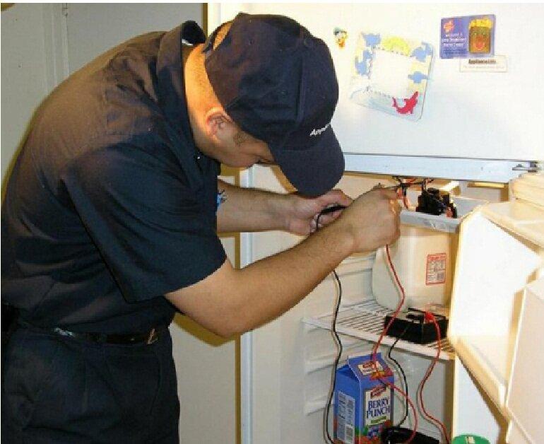 Vít dàn lạnh bị lỏng khiến tủ lạnh nhà bạn kêu to