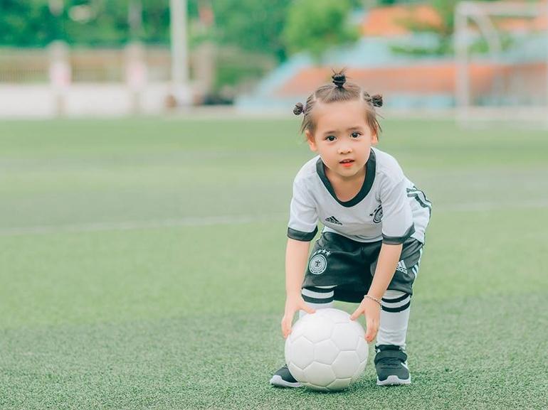 Cho trẻ không gian chơi đùa và vận động