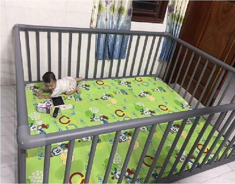 Giường cũi trẻ em bằng ống nước nhựa tự chế