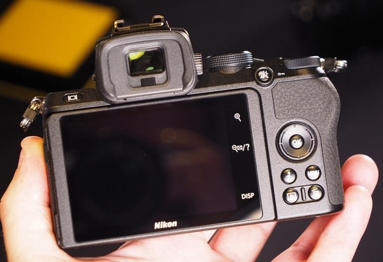 mặt sau máy ảnh Nikon Z50