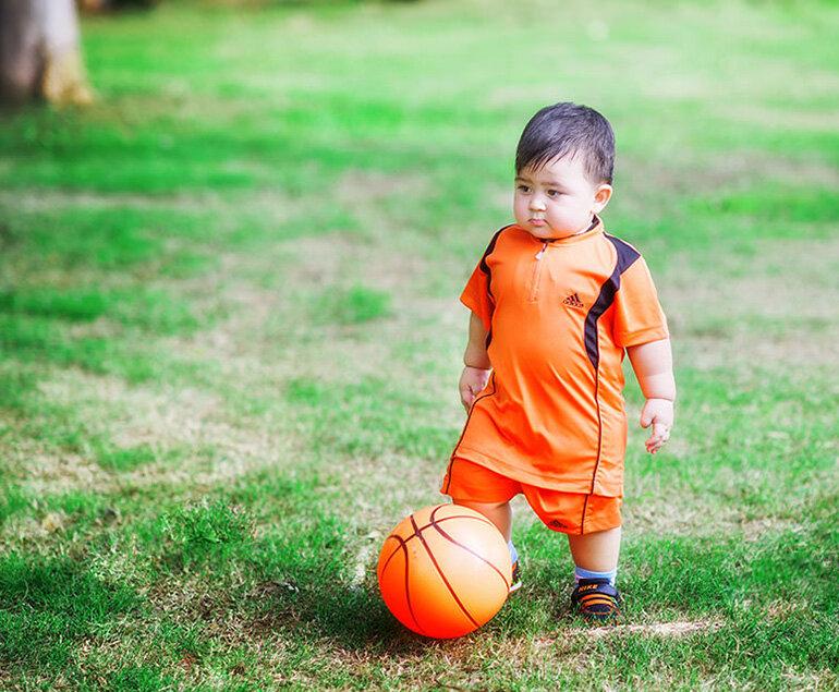 Bóng - giúp bé 2 tuổi phát triển trí não vượt bậc