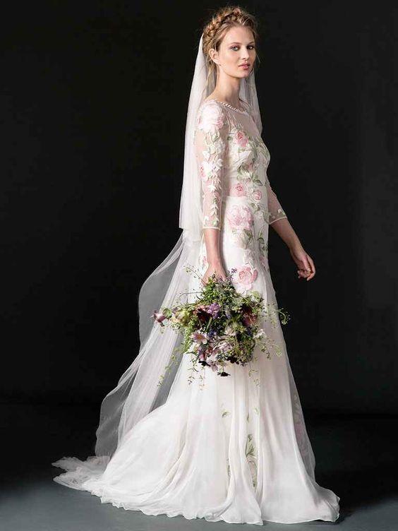 Bạn yêu hoa? Bạn yêu những thứ dung dị mà mỏng manh? Bạn muốn trở thành một cô dâu ngọt ngào và lãng mạn! Vậy thì hãy thử khoác lên mình bộ áo cưới hoa này đi, nó là dành cho bạn đấy!