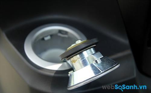 Bình xăng được đặt đầu xe khá tiện dụng