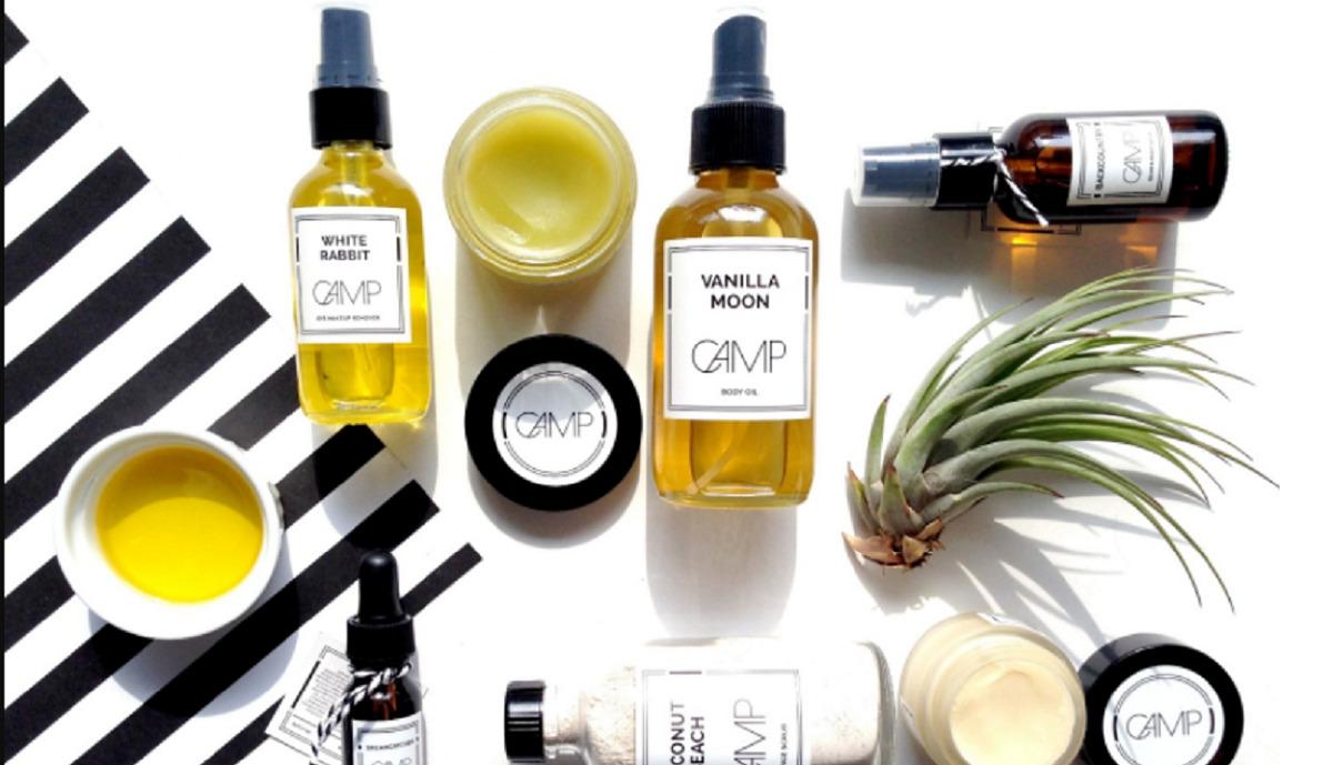Hãy thoa dầu dưỡng khi da còn ẩm và thoa sau bước kem dưỡng để da có thể thẩm thấu đầy đủ các chất dinh dưỡng cần thiết