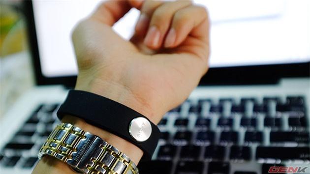 Hình ảnh thực tế vòng theo dõi sức khỏe Sony Smartband