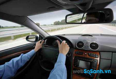8 điều không thể xem thường khi lái xe đường dài