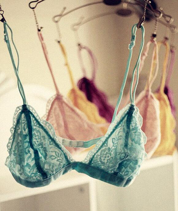 8 kiểu áo ngực bạn gái nên đầu tư thường xuyên