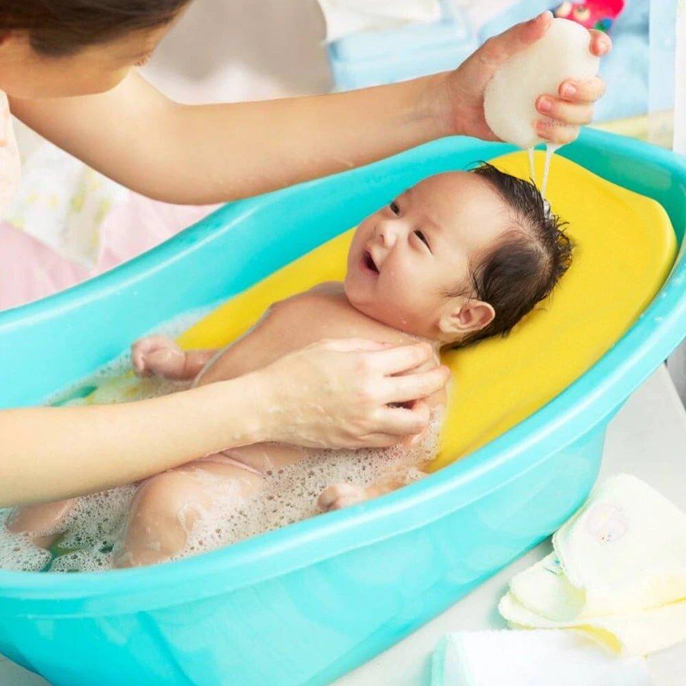 Tắm cho trẻ sơ sinh ở nhiệt độ bao nhiêu? Nhiệt độ nước tắm phù hợp nhất với trẻ sơ sinh là khoảng 37 đến 37,5 độ C