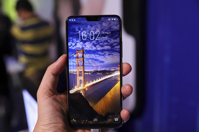 Trên tay điện thoại Vivo V9 giá 7,9 triệu đồng