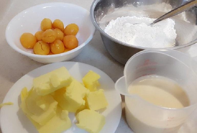 bánh nướng nhân trứng chảy