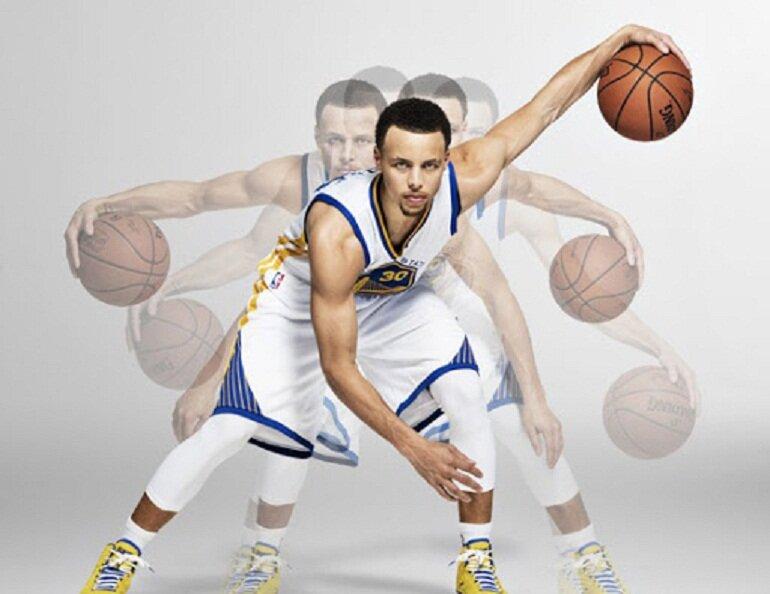Nên chọn áo bóng rổ được may từ chất liệu có khả năng thấm hút mồ hôi tốt
