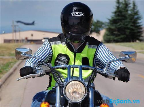 Mũ bảo hiểm cần đảm bảo tầm nhìn thoáng khi đi đường