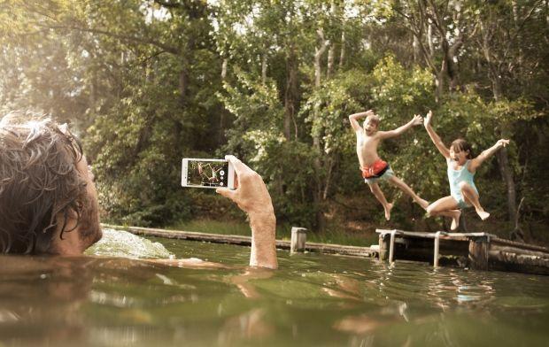 Điện thoại Aqua M4 có thể chụp ảnh mọi nơi ngay cả dưới nước