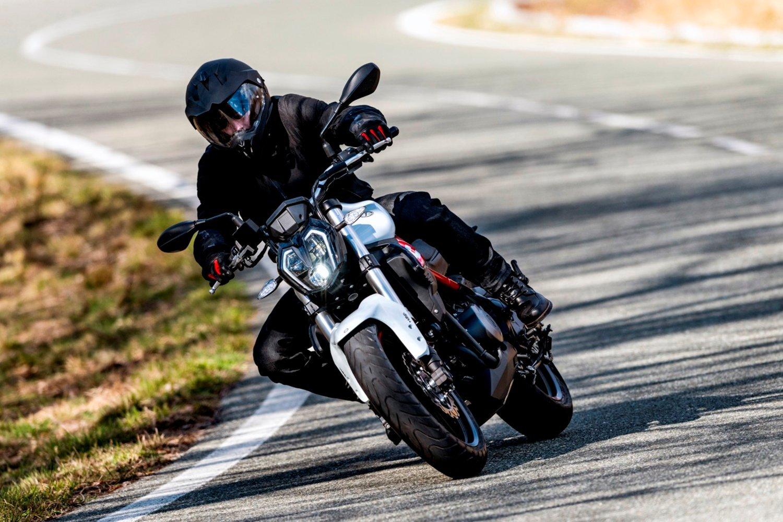 Xe tay côn Benelli 302S sở hữu thiết kế gọn gàng, thể thao
