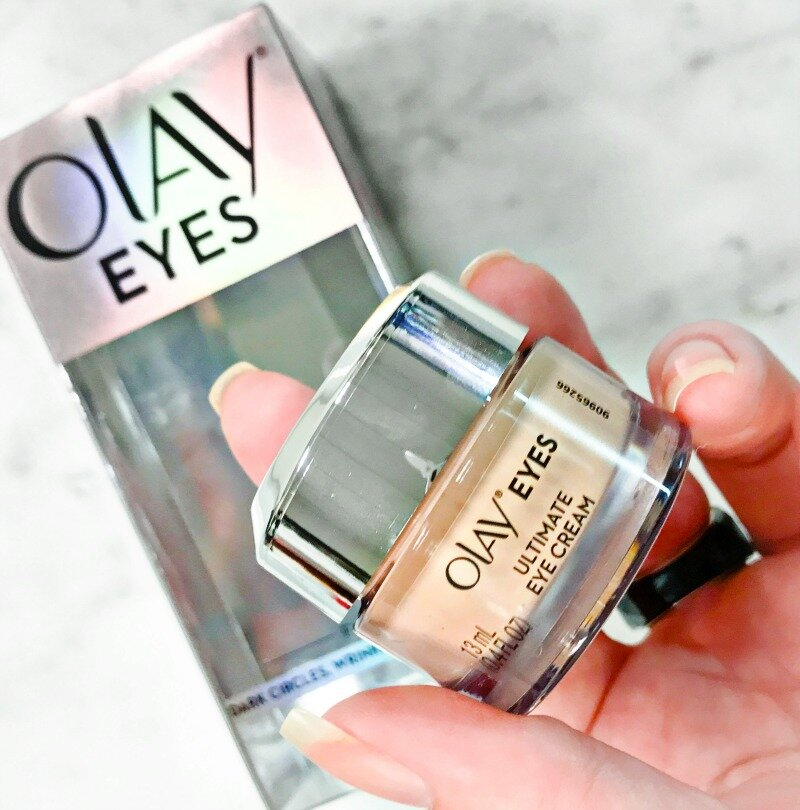 Kem trị quầng thâm Olay phát huy tốt khả năng dưỡng trắng và làm mờ thâm da vùng mắt từ tinh chất tế bào gốc