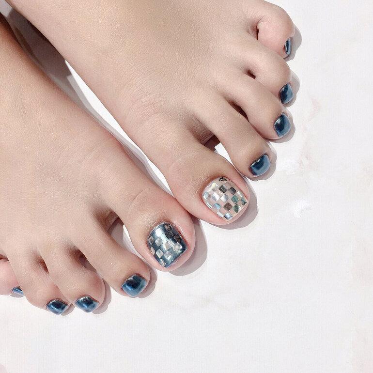 Chọn màu sơn móng chân