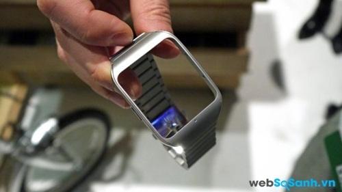 Vòng dây kim loại được tháo khỏi mặt đồng hồ. Nguồn Internet