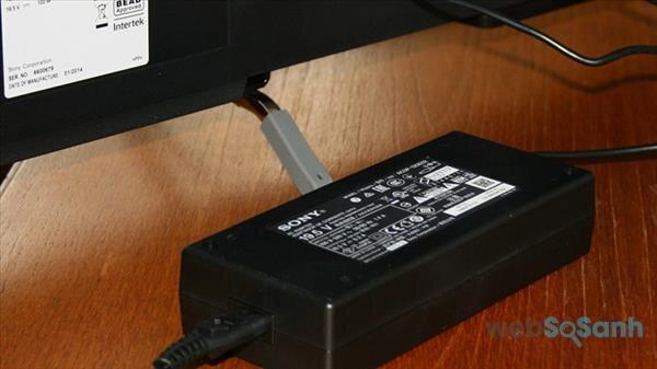 Adapter nguồn trên tivi Sony có công dụng gì?