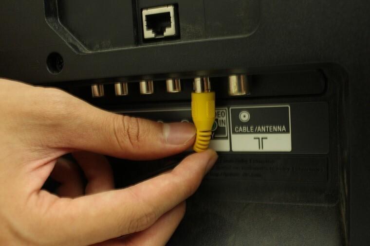 Do đầu nối của thiết bị kết nối vào tivi có vấn đề