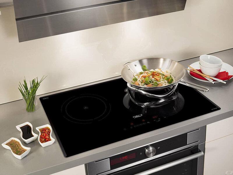 Bếp từ Chefs EH-DIH888 với thiết kế sang trọng, màu đen sạch sẽ
