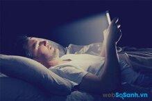 Ánh sáng màn hình thiết bị di động ảnh hưởng đến giấc ngủ của bạn như thế nào ?
