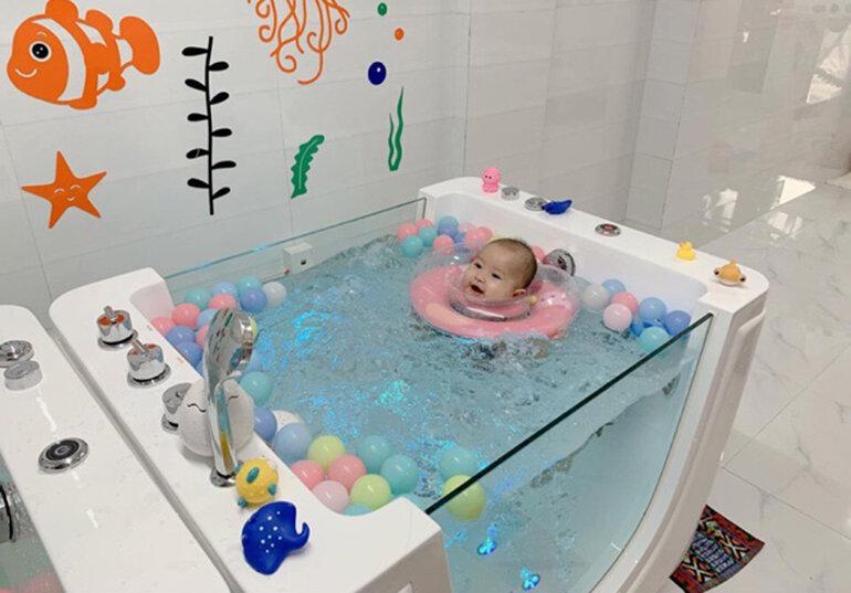 Đồ chơi nhà tắm cho bé 1 tuổi