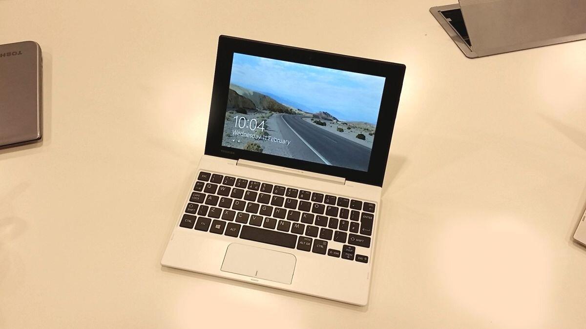 Toshiba Satellite Click Mini với màn hình nhỏ 8.9 inch