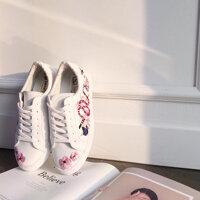 Bạn sẽ không hối hận khi sắm sneaker thêu họa tiết hoa trong năm 2017