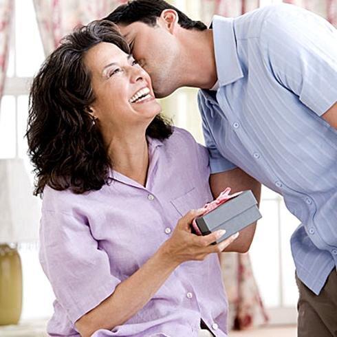 Bảng giá quà tặng 8/3 dành cho phụ nữ trên 50 tuổi