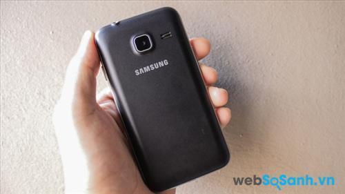 Trên tay điện thoại Samsung Galaxy J1 Mini