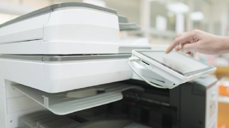 Quyền truy cập bảng ghim của máy photocopy văn phòng kỹ thuật số.