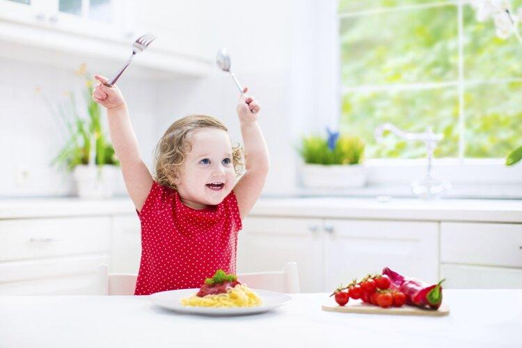 """Bé chậm tăng cân nên bổ sung những thực phẩm gì để lên cân """"vù vù""""?"""