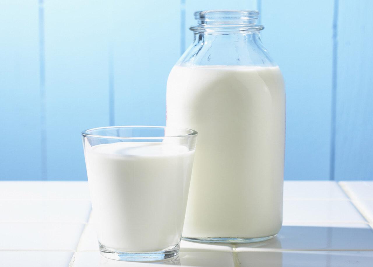 Bé trên 1 tuổi nên uống sữa gì?