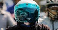 """Bên cạnh áo chống nắng thì mũ bảo hiểm xe máy chắn tia UV cũng là sản phẩm """"SIÊU HOT"""" mùa hè năm 2019"""