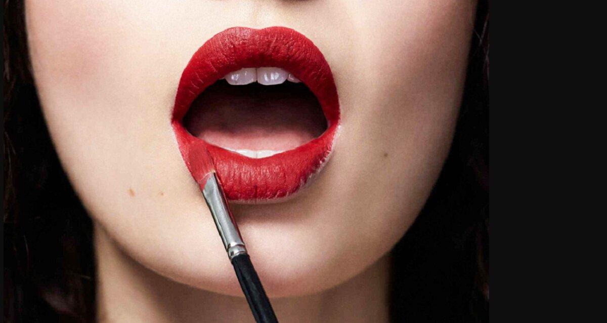 """""""Bí kíp"""" đánh son môi giúp các nàng ăn uống thả phanh cũng không lo son trôi mất màu"""