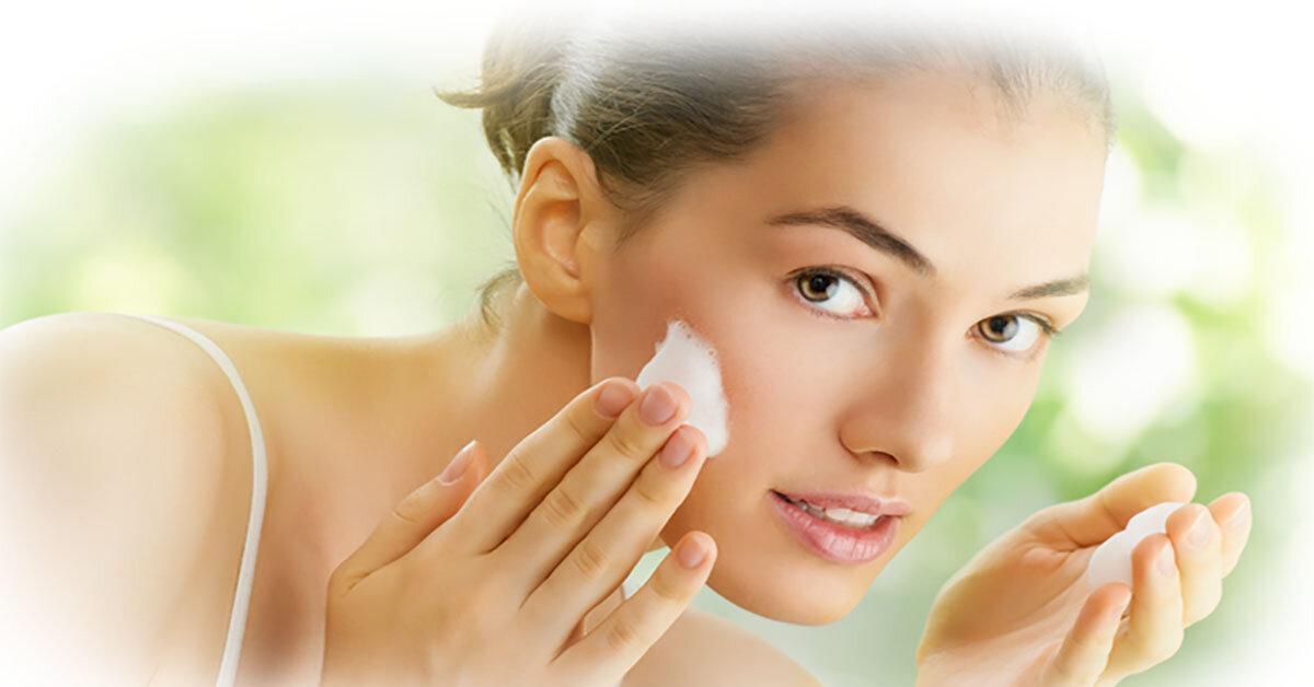 Bí quyết chăm sóc da mụn hiệu quả và an toàn bằng sữa rửa mặt