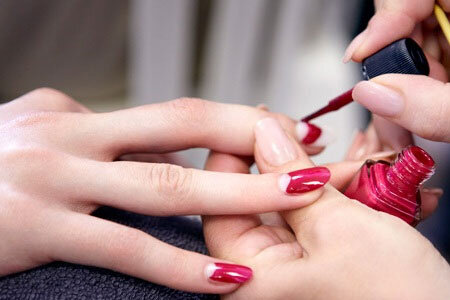 Bí quyết sơn móng tay dành cho bạn gái thích tô vẽ