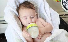 Bình sữa Comotomo cho bé cảm giác như bú mẹ