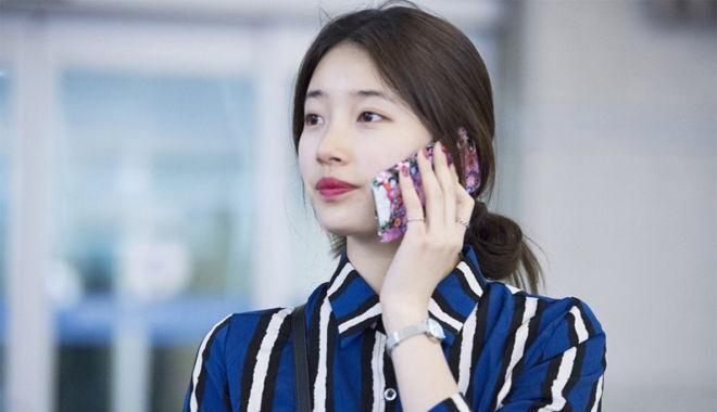 Thói quen sử dụng điện thoại thường xuyên là một trong những nguyên nhân khiến bạn cứ bị mụn mãi mà không bao giờ hết!