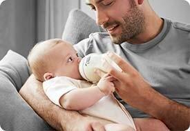 Bộ 2 bình sữa Tommee Tippee 22525/38 – Gần gũi và tự nhiên