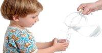 Các bước dạy trẻ tập uống nước theo phương pháp Montessori tại nhà
