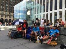 Các tín đồ Apple xếp hàng mua iPhone 6 cho dù nó chưa được công bố