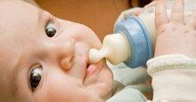 Cách chọn núm ti cho bé tập bú bình
